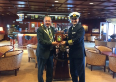 Cathaoirleach welcomes MS Astor to Killybegs